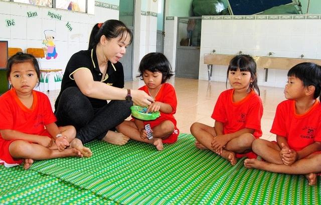 Thầy cô băng rừng, lội suối nỗ lực gieo chữ cho học sinh nghèo - 4