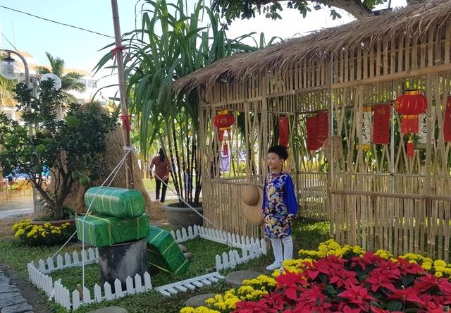 Nha Trang: Trăm hoa khoe sắc bên bờ biển, người người háo hức du xuân - 9
