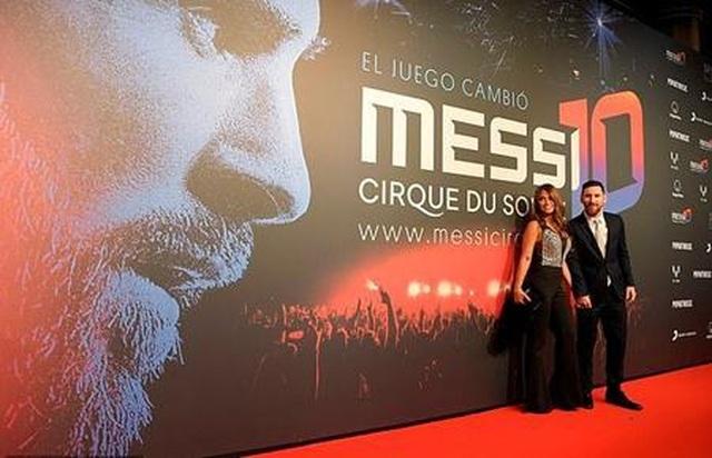 Dàn sao Barcelona vui vẻ tới ủng hộ buổi biểu diễn vinh danh Messi