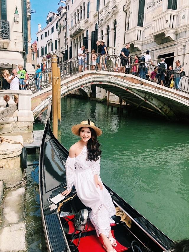 Hoa hậu Tường Linh gây choáng với bộ ảnh mỗi tháng đi du lịch một nước  - 1