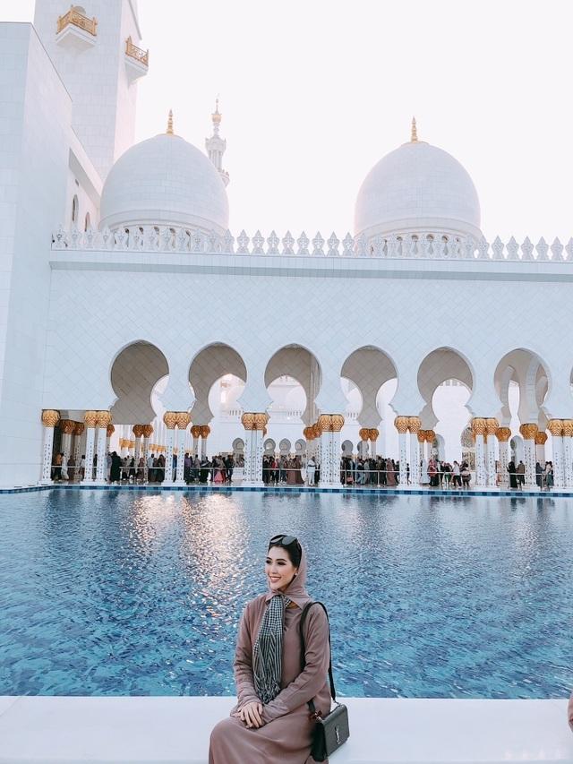 Hoa hậu Tường Linh gây choáng với bộ ảnh mỗi tháng đi du lịch một nước  - 14