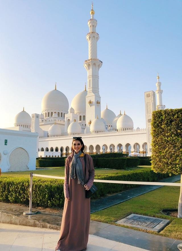 Hoa hậu Tường Linh gây choáng với bộ ảnh mỗi tháng đi du lịch một nước  - 16