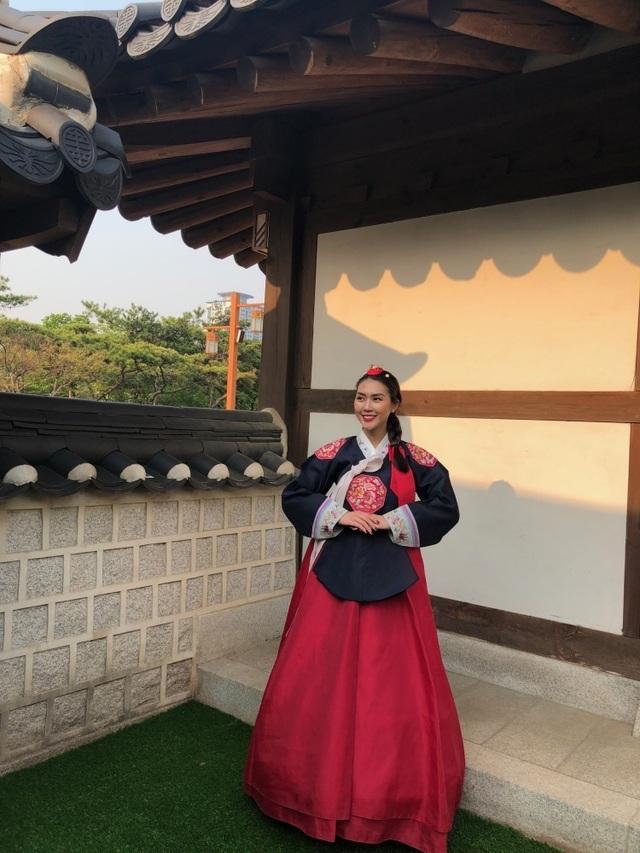 Hoa hậu Tường Linh gây choáng với bộ ảnh mỗi tháng đi du lịch một nước  - 4