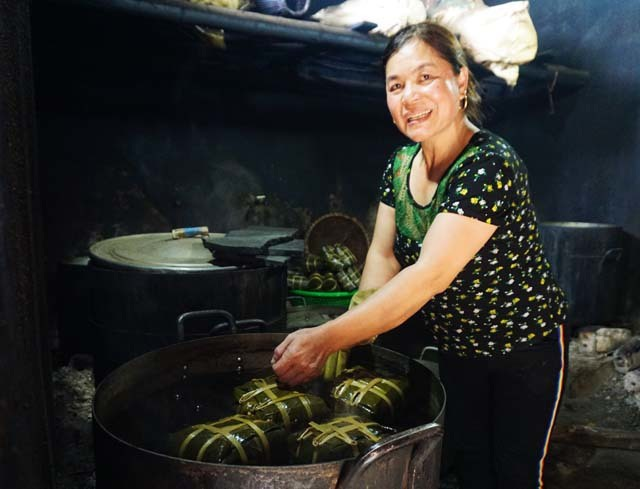 Cận Tết: Làng nghề bánh chưng tất bật, thu cả trăm triệu đồng - 10