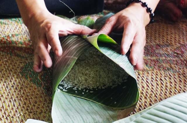 Cận Tết: Làng nghề bánh chưng tất bật, thu cả trăm triệu đồng - 7