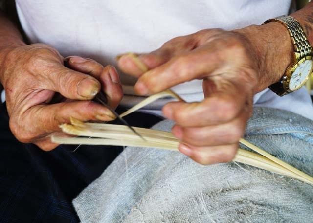 Cận Tết: Làng nghề bánh chưng tất bật, thu cả trăm triệu đồng - 4