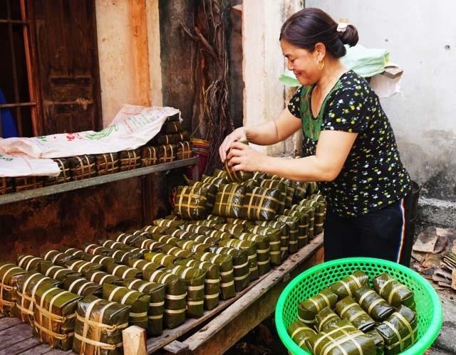 Cận Tết: Làng nghề bánh chưng tất bật, thu cả trăm triệu đồng - 11