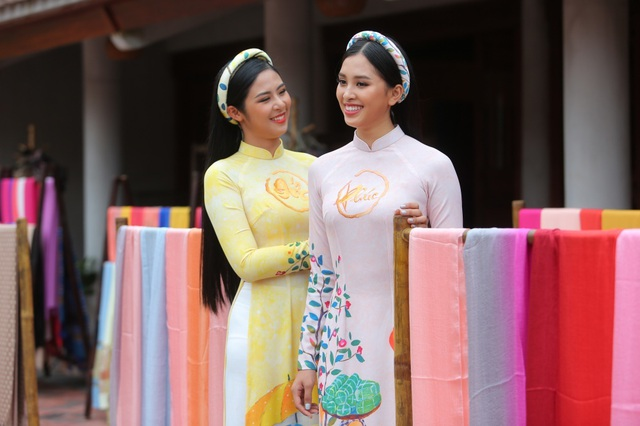 Hoa hậu Ngọc Hân, Tiểu Vy thân thiết như chị em ruột bên dàn MC VTV - 1