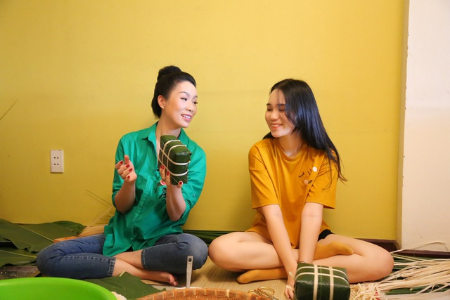 Trịnh Kim Chi cùng gia đình quây quần gói bánh chưng ngày Tết - 3