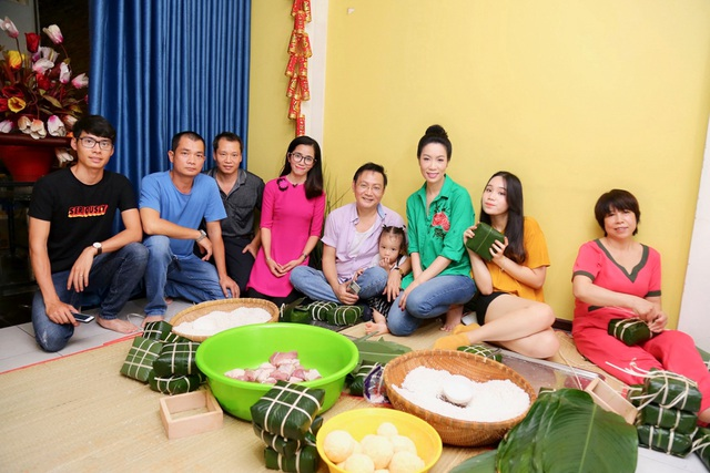 Trịnh Kim Chi cùng gia đình quây quần gói bánh chưng ngày Tết - 5