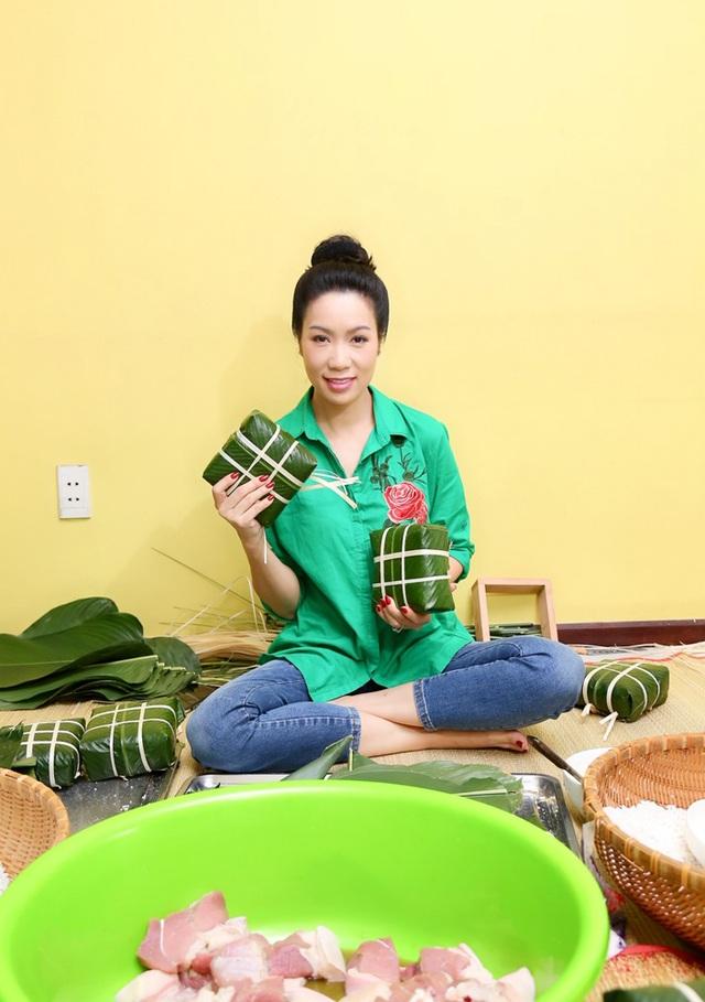 Trịnh Kim Chi cùng gia đình quây quần gói bánh chưng ngày Tết - 8