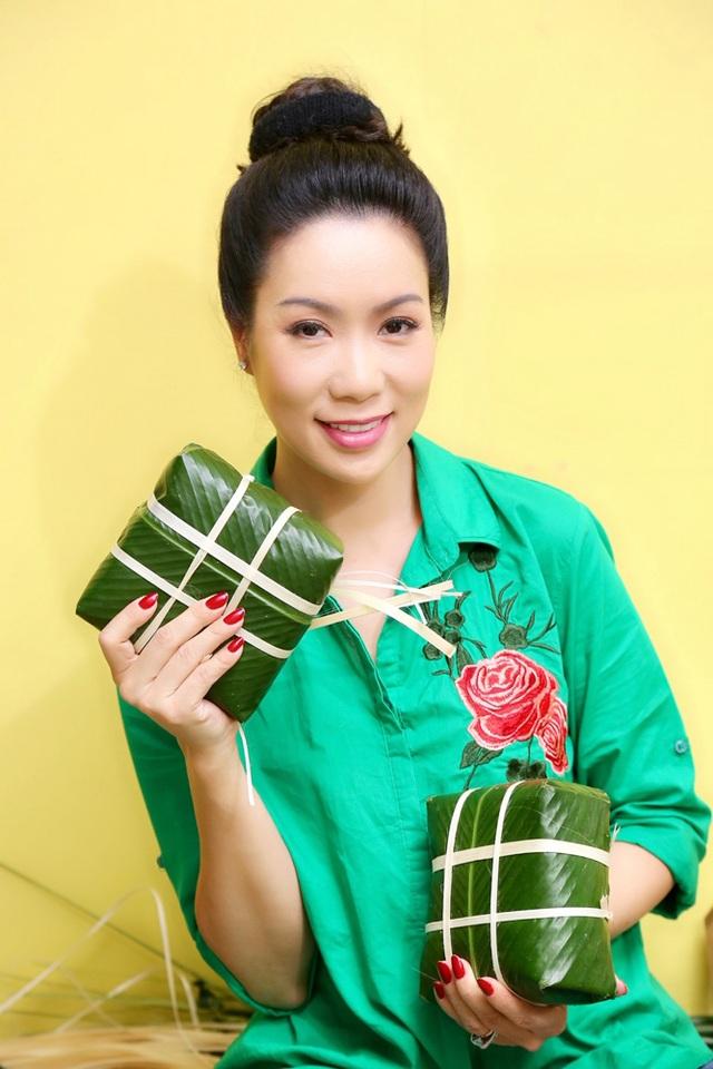 Trịnh Kim Chi cùng gia đình quây quần gói bánh chưng ngày Tết - 9