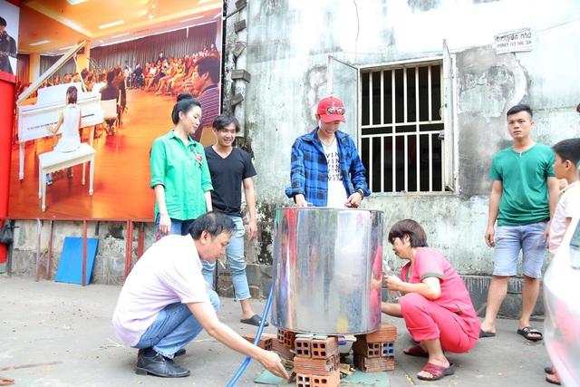 Trịnh Kim Chi cùng gia đình quây quần gói bánh chưng ngày Tết - 6