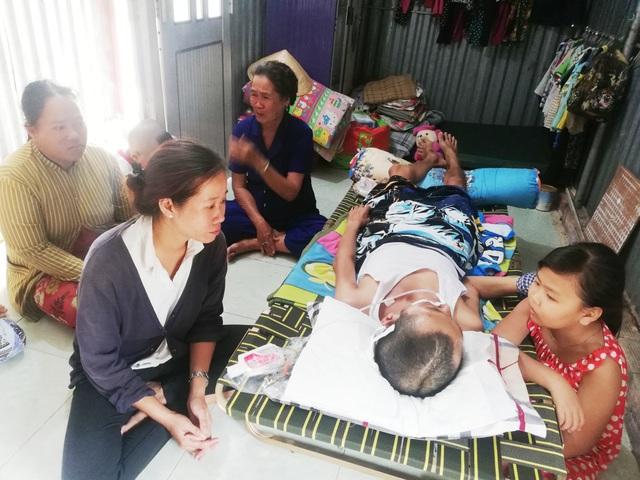 Cha nằm liệt giường vì tai nạn giao thông, 2 con thơ mịt mù tương lai - 9