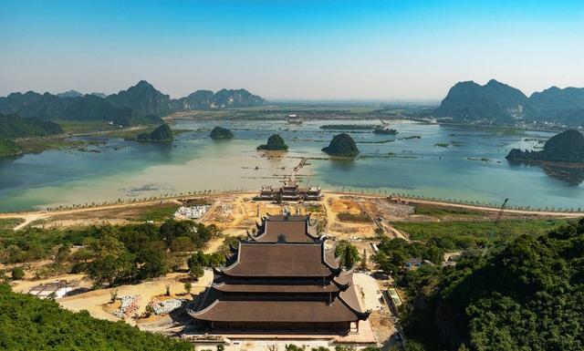 Đấu giá thiên thạch mặt trăng, đại gia xây chùa lớn nhất Việt Nam - 3
