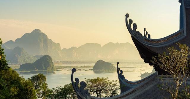 Đấu giá thiên thạch mặt trăng, đại gia xây chùa lớn nhất Việt Nam - 6