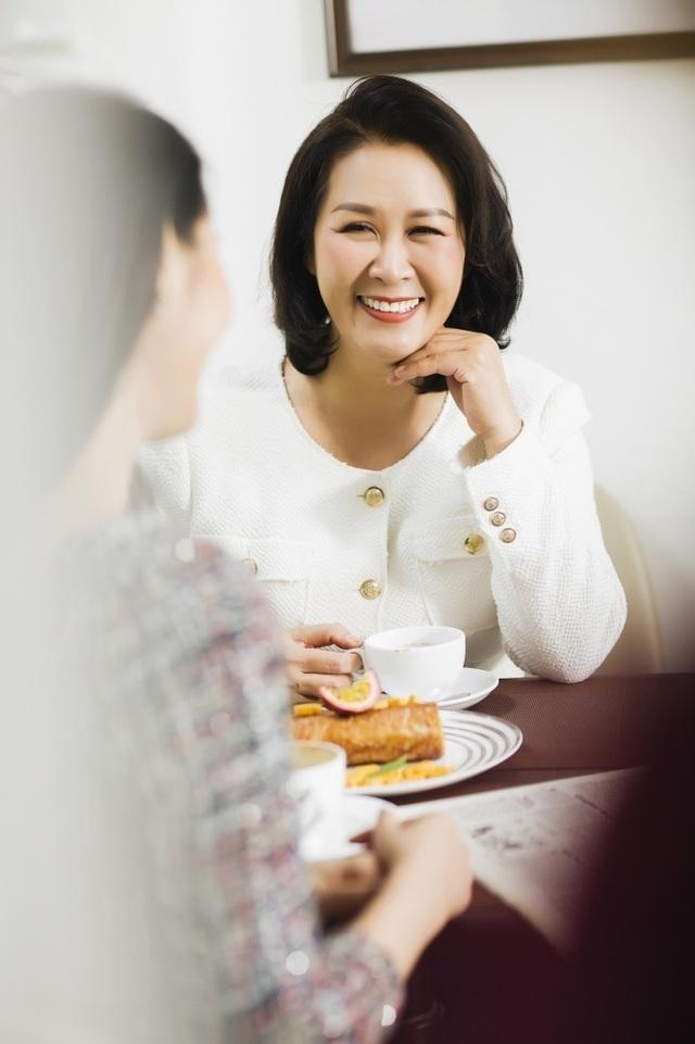 Hoa hậu Dương Thuỳ Linh tiết lộ về mẹ ruột là Phó Giáo sư - Tiến sĩ - 7