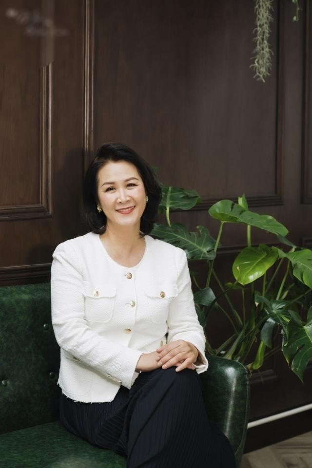 Hoa hậu Dương Thuỳ Linh tiết lộ về mẹ ruột là Phó Giáo sư - Tiến sĩ - 8