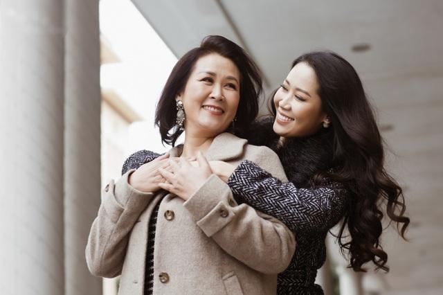 Hoa hậu Dương Thuỳ Linh tiết lộ về mẹ ruột là Phó Giáo sư - Tiến sĩ - 4