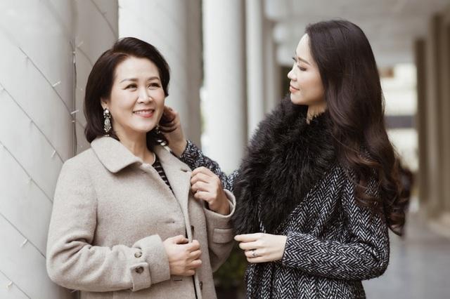 Hoa hậu Dương Thuỳ Linh tiết lộ về mẹ ruột là Phó Giáo sư - Tiến sĩ - 5