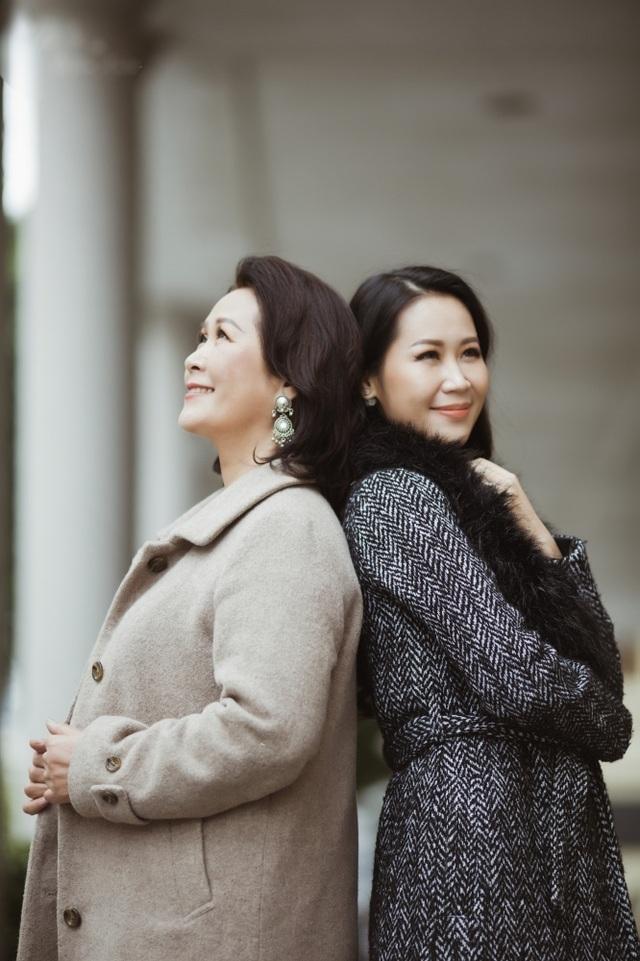 Hoa hậu Dương Thuỳ Linh tiết lộ về mẹ ruột là Phó Giáo sư - Tiến sĩ - 6