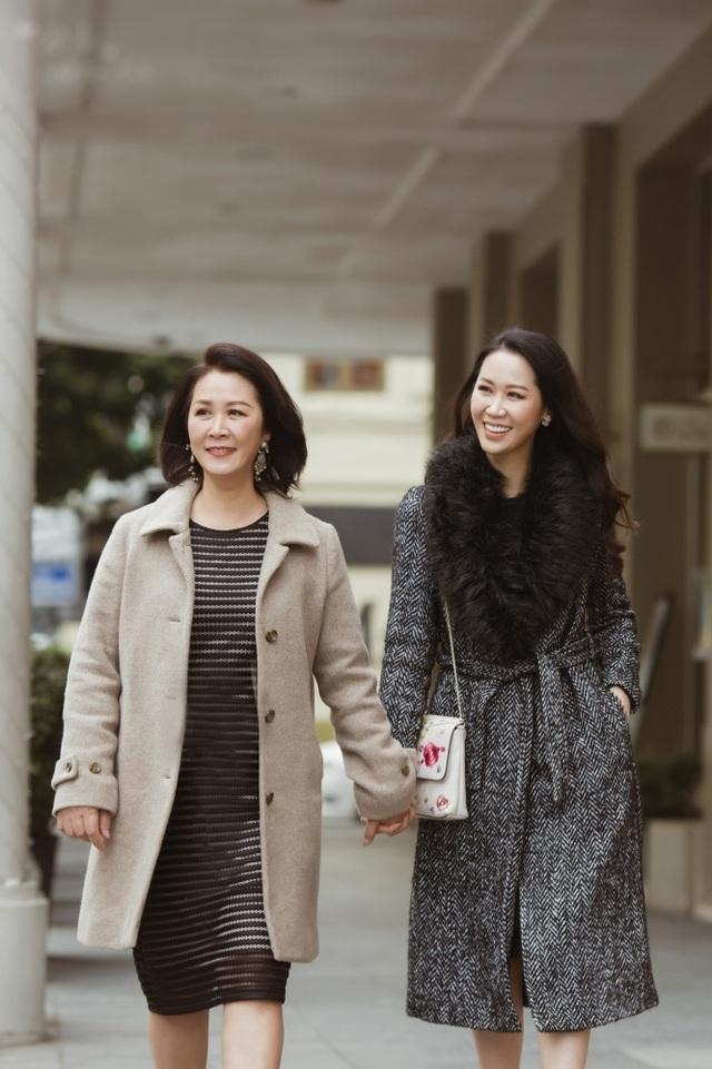 Hoa hậu Dương Thuỳ Linh tiết lộ về mẹ ruột là Phó Giáo sư - Tiến sĩ - 3