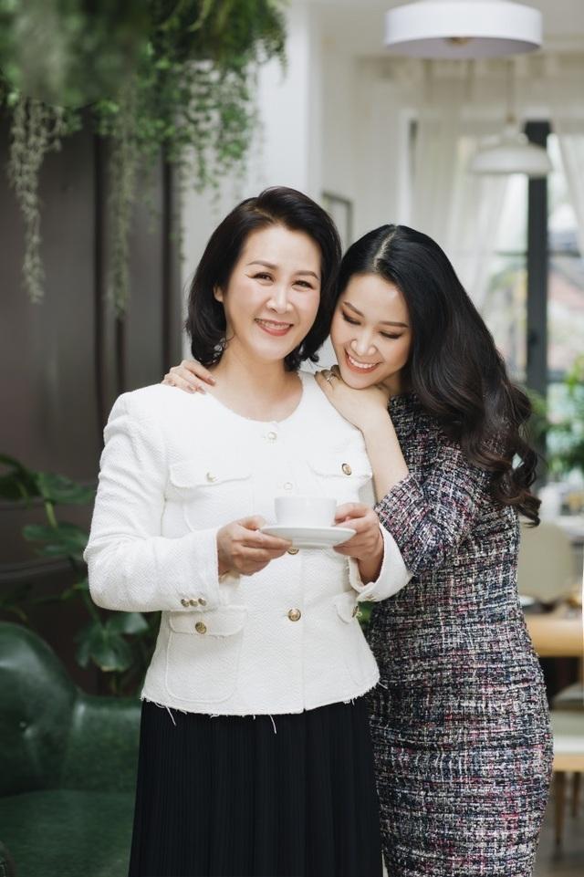 Hoa hậu Dương Thuỳ Linh tiết lộ về mẹ ruột là Phó Giáo sư - Tiến sĩ - 12