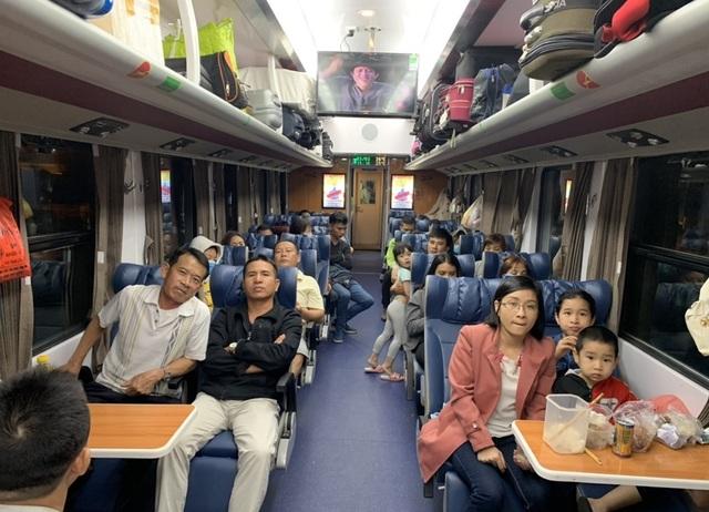 Ngày 30 Tết, hàng nghìn người hối hả về quê trên chuyến tàu Bắc – Nam   - 2