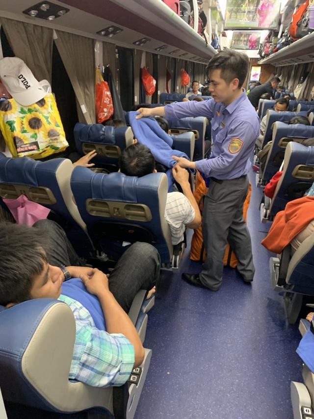 Ngày 30 Tết, hàng nghìn người hối hả về quê trên chuyến tàu Bắc – Nam   - 5