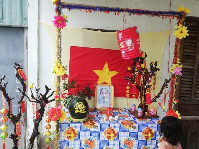 Dân lập bàn thờ Bác mừng Đảng, đón Xuân mới - 1