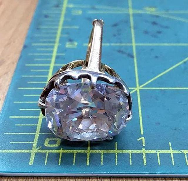 Nhẫn bèo để mốc 33 năm hóa ra là kim cương trị giá hàng chục tỷ đồng