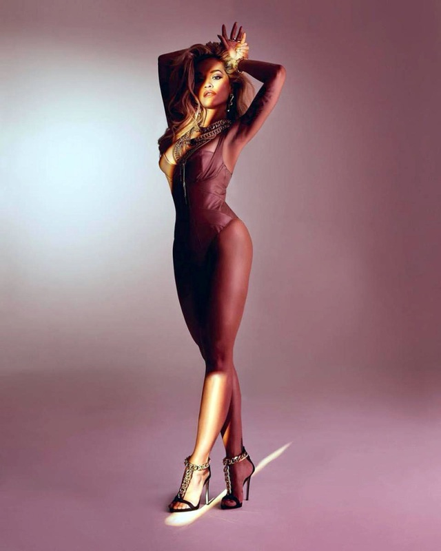 Rita Ora bốc lửa trong bộ ảnh mới - 1