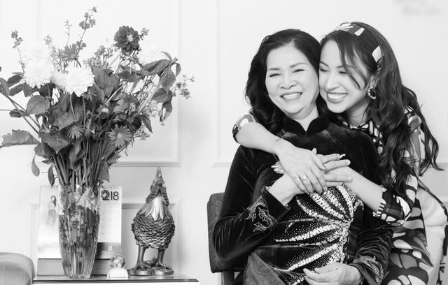 Xúc động những cuộc đoàn viên của dàn mỹ nhân Việt với mẹ đầu xuân mới - 9
