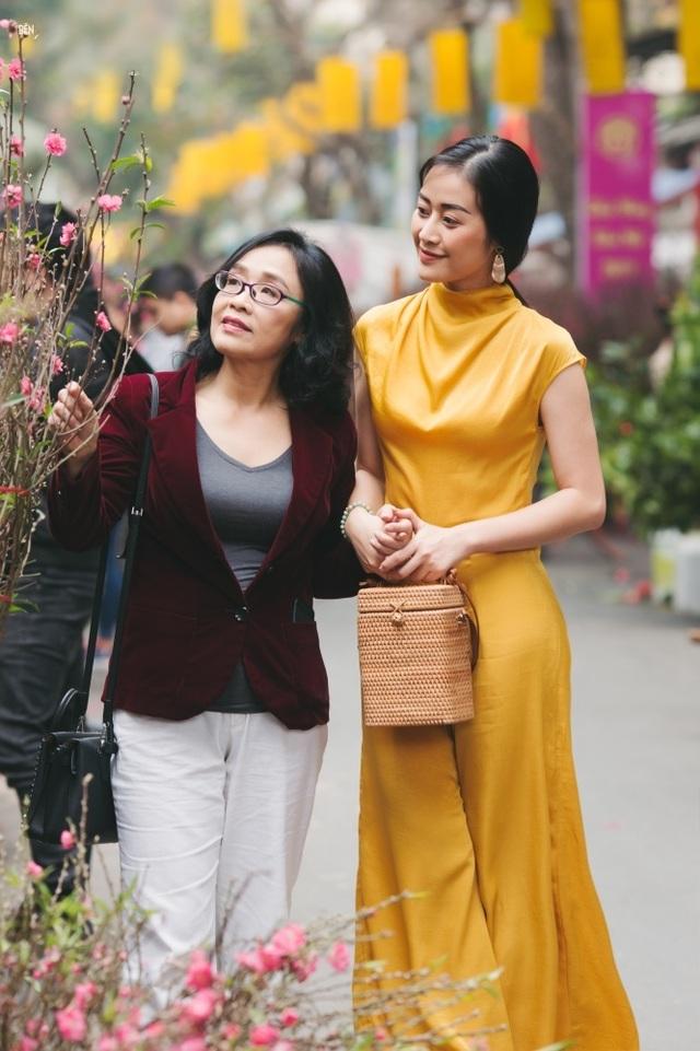 Xúc động những cuộc đoàn viên của dàn mỹ nhân Việt với mẹ đầu xuân mới - 2
