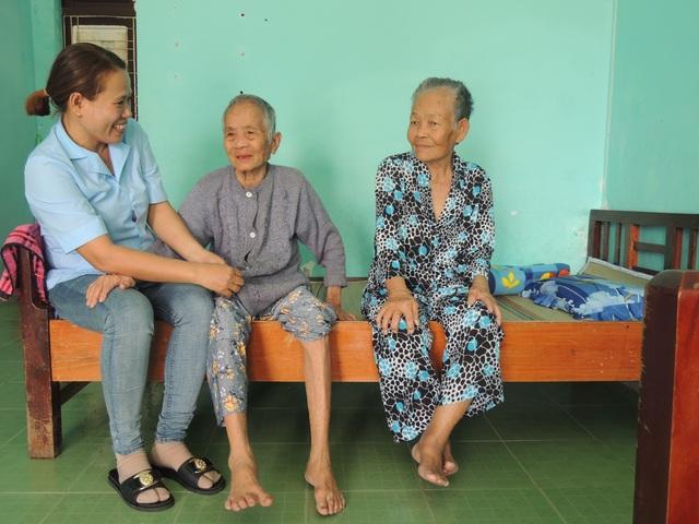 Tết ấm lòng của người già neo đơn và trẻ mồ côi - 2