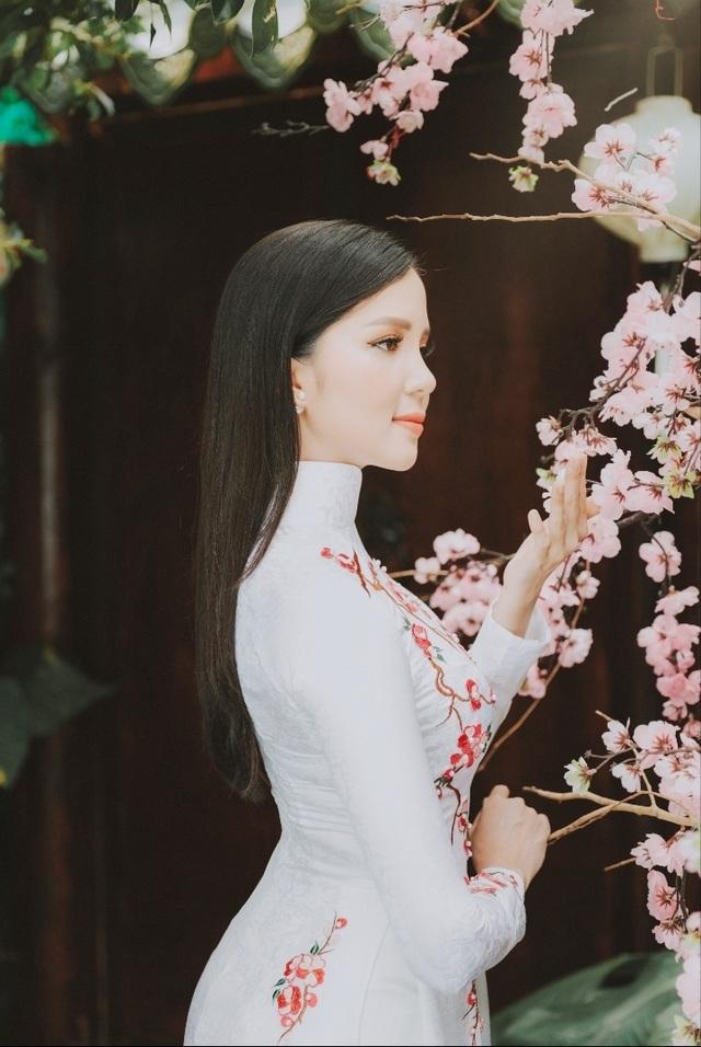 Hoa khôi Sinh viên Cần Thơ chúc năm mới Kỷ Hợi 2019 đến độc giả Dân trí - 4