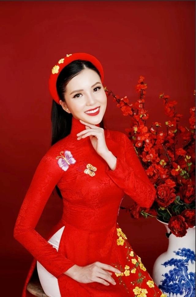 Hoa khôi Huỳnh Thúy Vi.