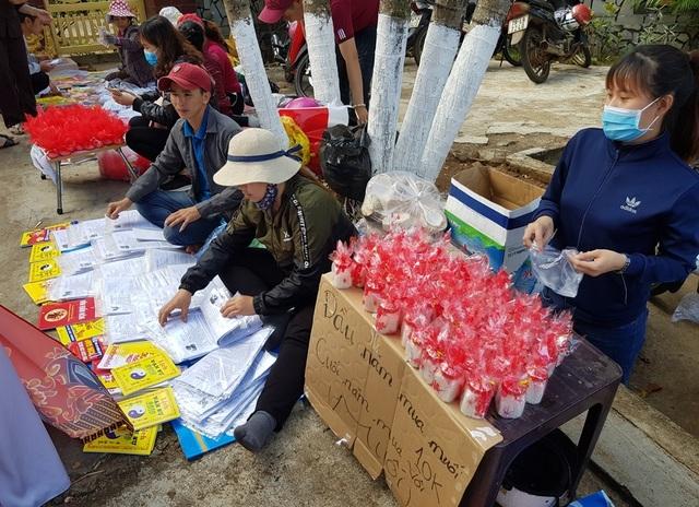 Người dân Huế, Đắc Lắc đến chùa cầu an mùng 1 Tết - 22