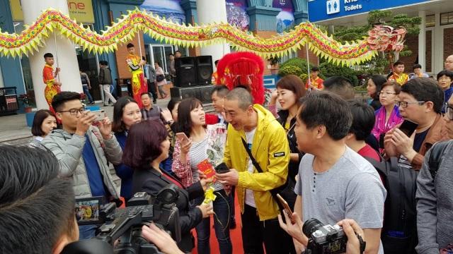 """Tặng hoa và lì xì những vị khách đầu tiên đến """"xông"""" đất Quảng Ninh - 3"""