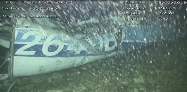 9367660-6664765-This_is_the_first_picture_of_the_wreckage_of_Emiliano_Sala_s_pla-a-96_1549290346843.jpg