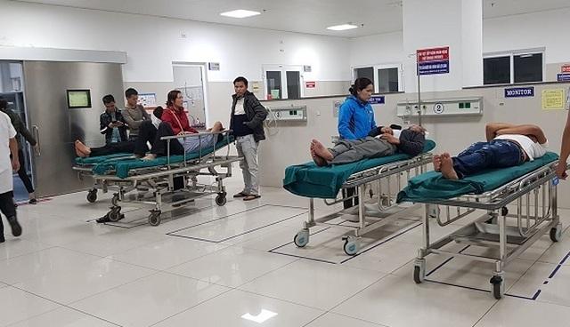Nổ pháo, hàng loạt trường hợp nhập viện cấp cứu trong đêm giao thừa - 1