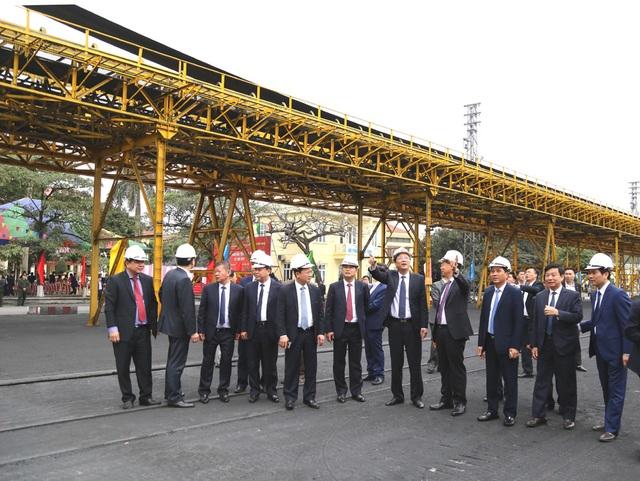 Bí thư Quảng Ninh chứng kiến chuyến rót than đầu tiên tại Cảng Cẩm Phả - 2