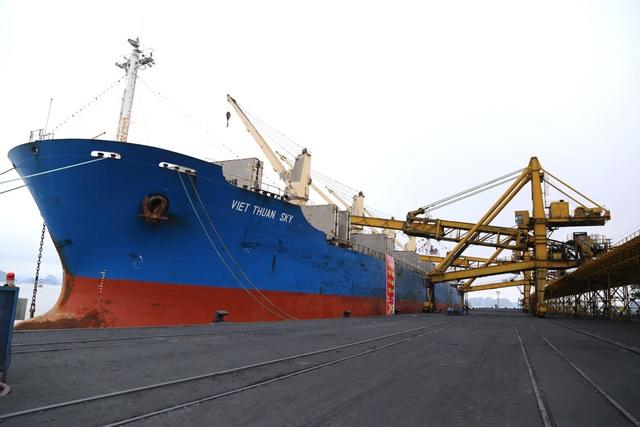 Bí thư Quảng Ninh chứng kiến chuyến rót than đầu tiên tại Cảng Cẩm Phả - 3