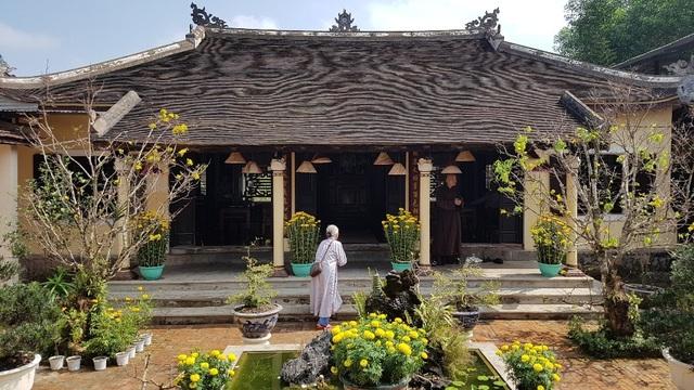 Người dân Huế, Đắc Lắc đến chùa cầu an mùng 1 Tết - 13
