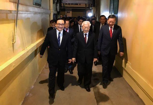 Tổng Bí thư, Chủ tịch nước tản bộ trên đường Thanh Niên, lì xì công nhân - 10