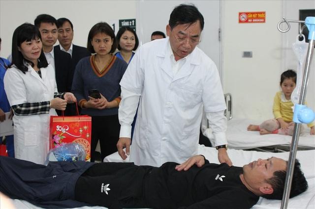Đêm Giao thừa Kỷ Hợi 2019: Bộ trưởng Y tế thăm bệnh nhân                             - 1
