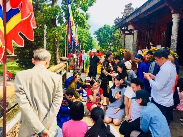 Chu tich tinh Thua Thien Hue don khach ngay dau nam tai cua Ngo Mon 16.jpg