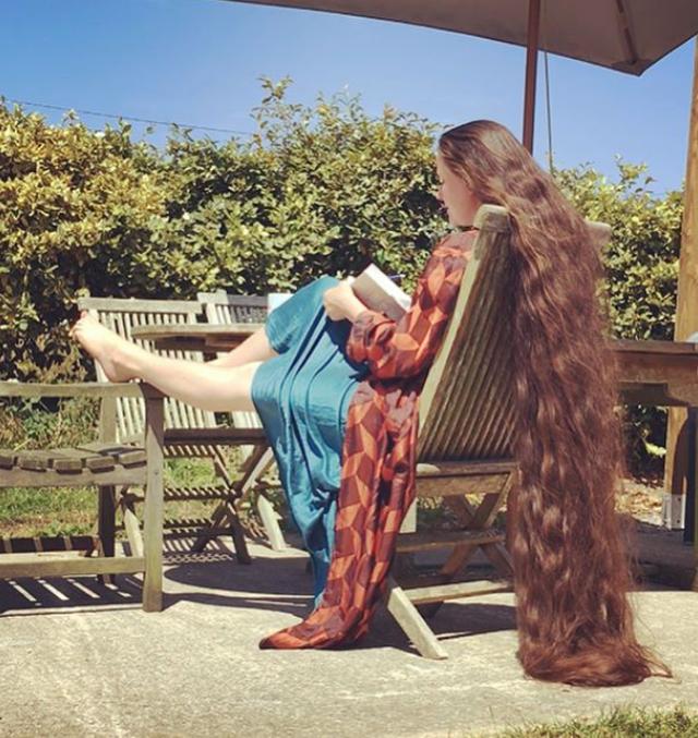 Cô gái tóc siêu dài không gội đầu suốt 20 năm - 2