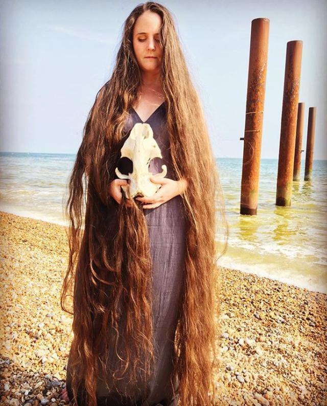 Cô gái tóc siêu dài không gội đầu suốt 20 năm - 3