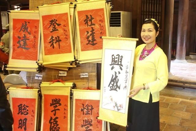 Hàng nghìn người dân đến Văn Miếu xin chữ đầu năm - 3